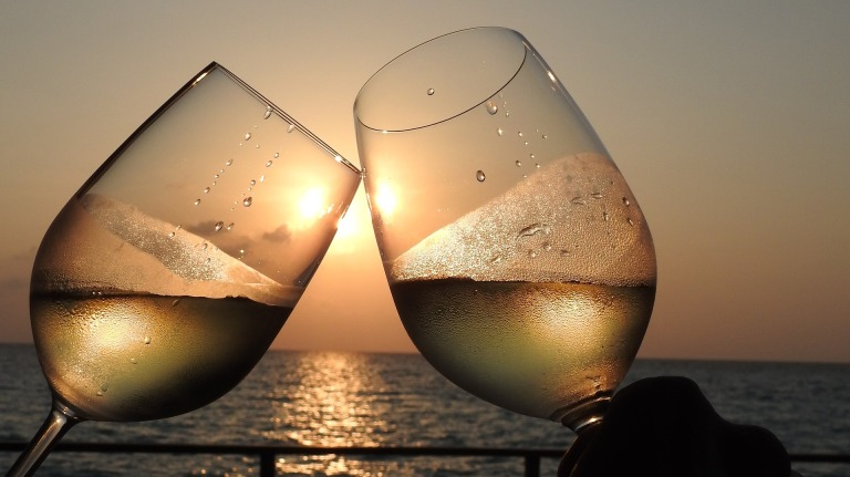 wine-glass-2541340_1920