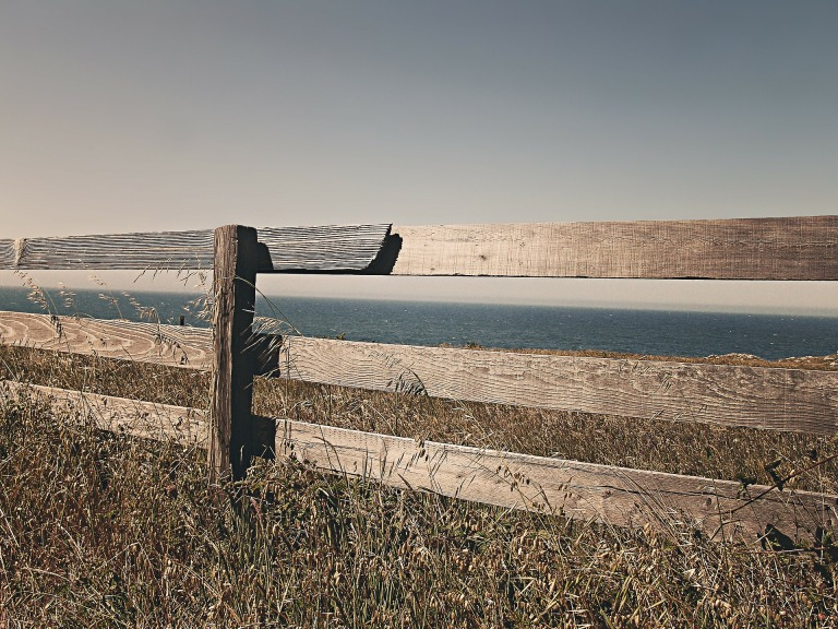fence-238475_1920