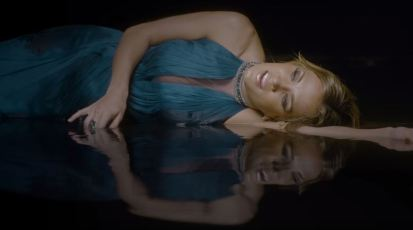 CARRIE UNDERWOOD - SOMETHING IN THE WATER 001