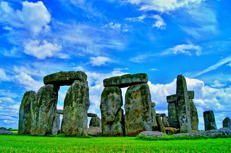 stonehenge-101801_1920