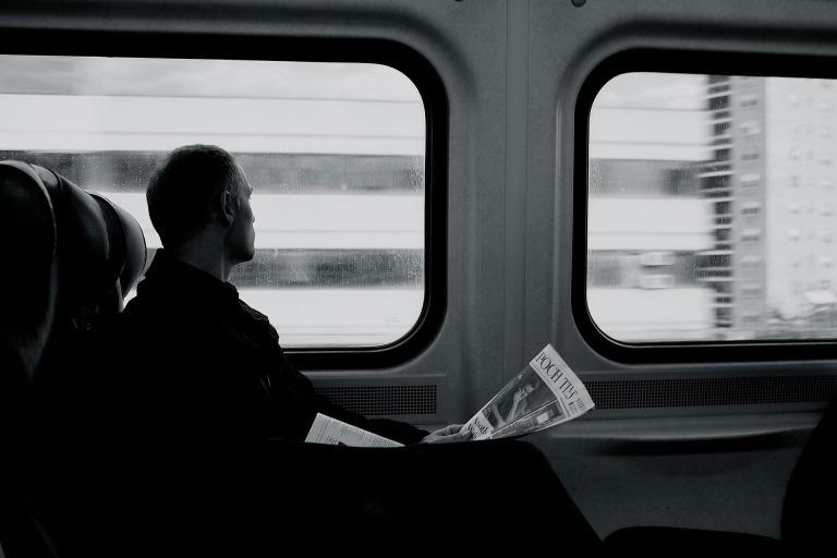 train-2593036_1920