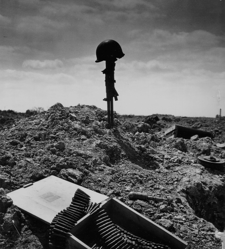 soldiers-grave-67510_1920