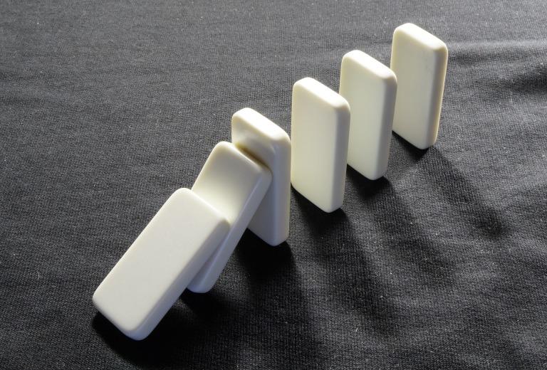 dominoes-719199_1920