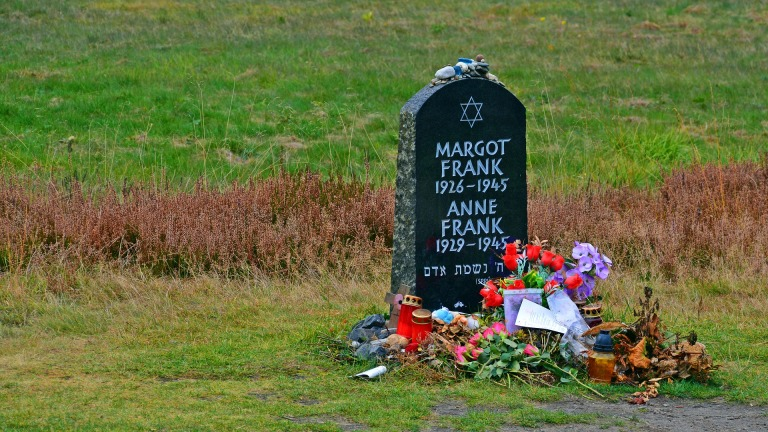 tombstone-1735439_1920
