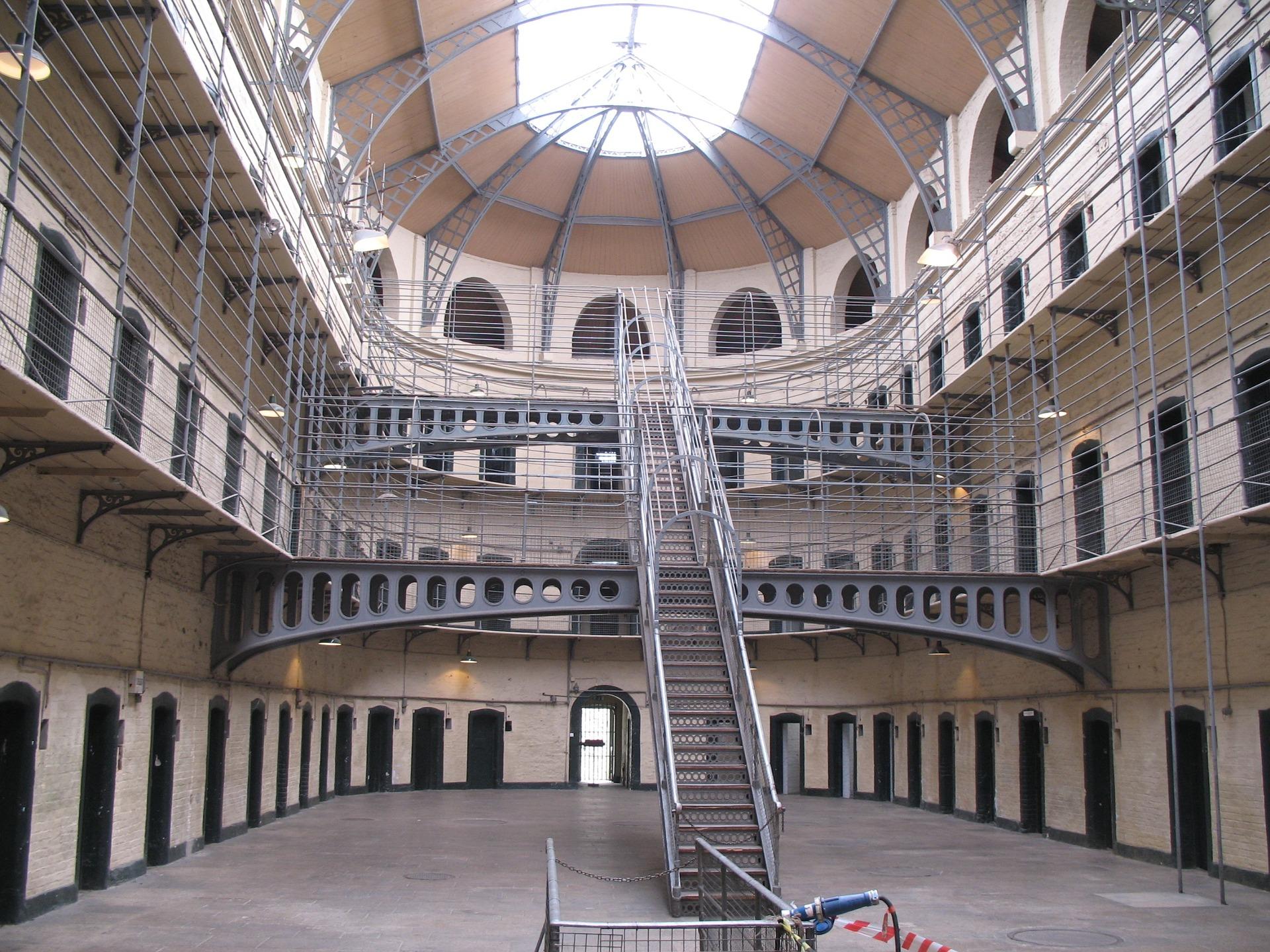 jail-831270_1920