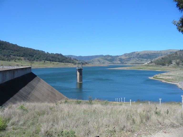 GLENNIES CREEK DAM, NSW AUST CREATES LAKE ST CLAIRE 2006